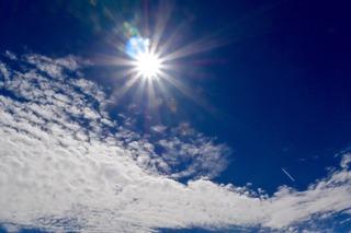 太陽と飛行機雲_Fotor.jpg